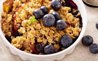 Простой рецепт крамбла с фруктово-ягодной начинкой