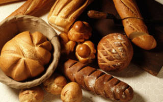 Не выбрасывайте черствый хлеб: 7 способов его применения