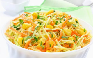 10 вкуснейших салатов, которые можно приготовить из свежей капусты