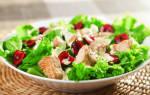 Куриный салат с вишневой заправкой