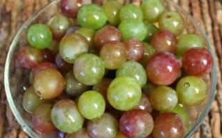 Маринованный виноград с пряностями